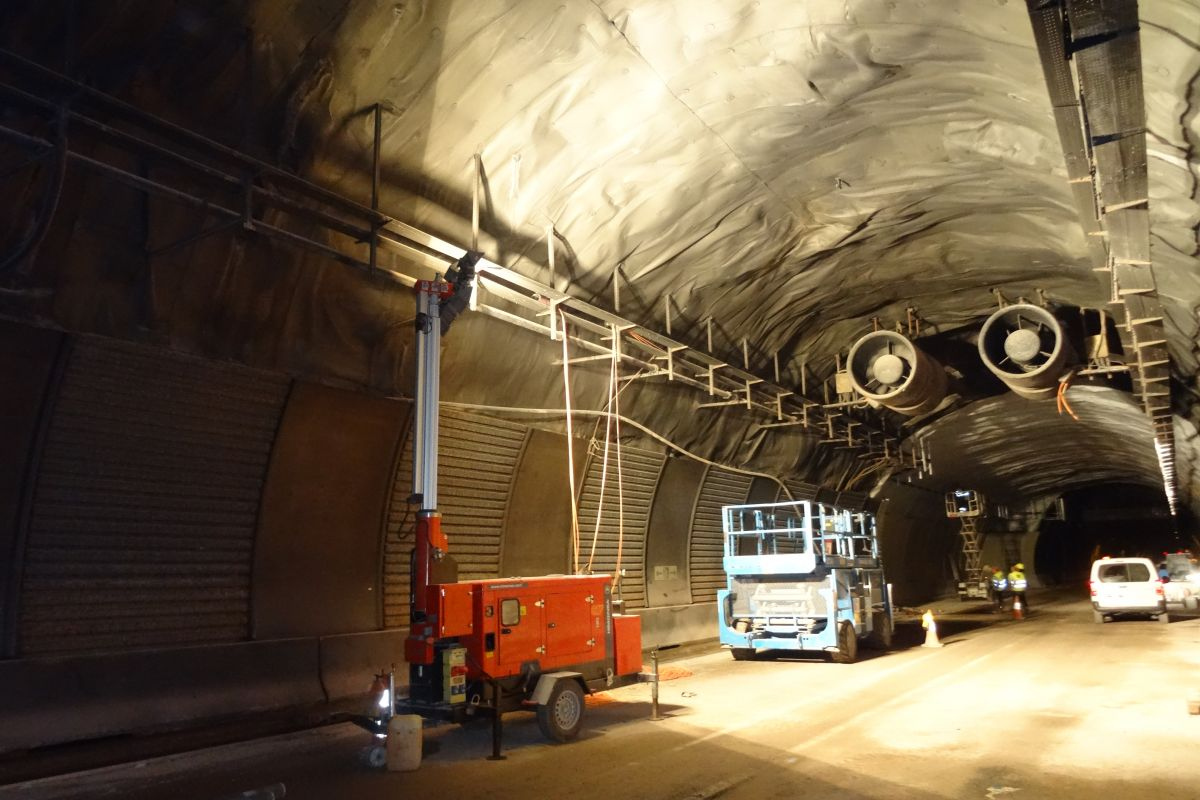 Imagen de los trabajos eléctrico acometidos en los túneles de Belate