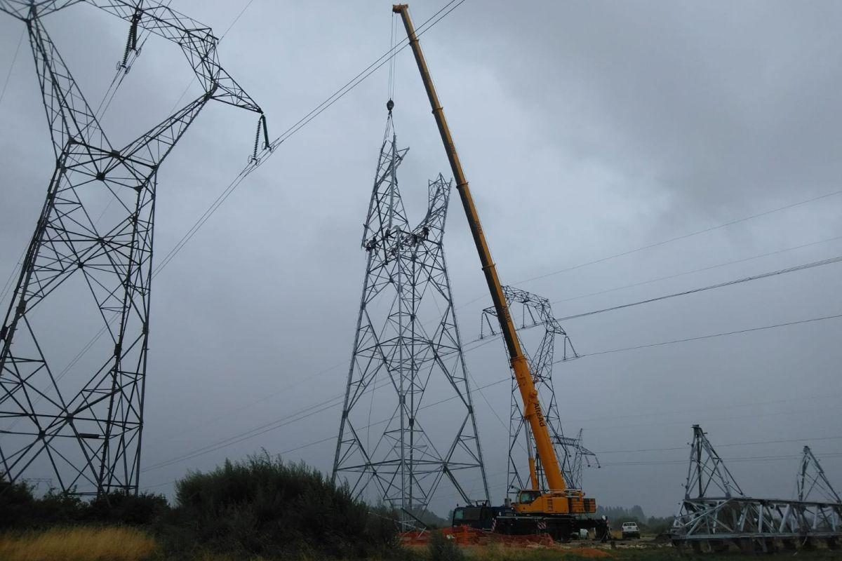Imagen de los trabajos para la creación de un nuevo enlace en una línea aérea de 400 kV