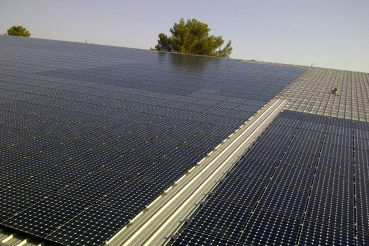 Imagen de la instalación fotovoltaica sobre cubierta